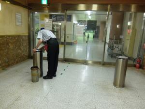 上野新幹線喫煙所内