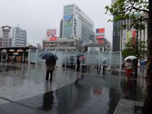 雨の喫煙所