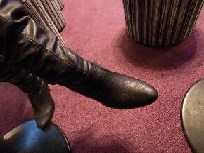 寒いときはブーツを履きます。